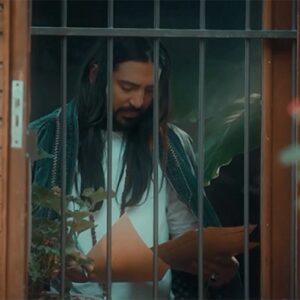 دانلود موزیک ویدیو امیر عباس گلاب به نام دوست دارم