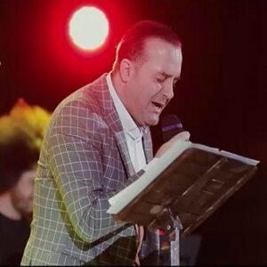 دانلود موزیک ویدیو اجرای زنده سینا سرلک به نام زیر سقف دودی