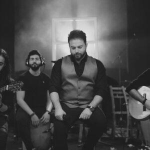 دانلود موزیک ویدیو اجرای زنده بابک جهانبخش به نام بی تو میمیرم ( کنسرت احساس )